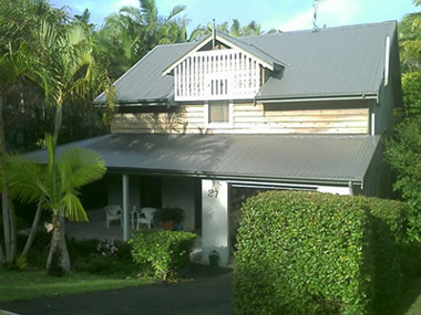 The same Byron Bay house after the roof and gutter replacement